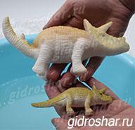 Растущий в воде Трицератопс коричневый, 1 шт
